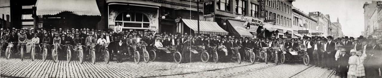 Des photos panoramiques anciennes de véhicules (Reportage photo) By Laboiteverte 12-Butte-Motorcycle-Club-1914-1280x262