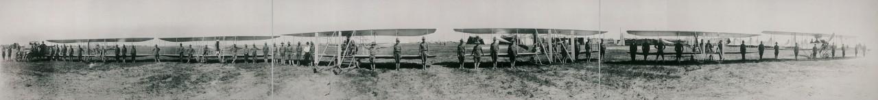 Des photos panoramiques anciennes de véhicules (Reportage photo) By Laboiteverte 18-Flying-Machines-Aero-Squadron-Mobilization-Camp-Texas-City-1913-1280x146