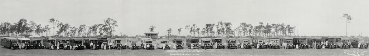 Des photos panoramiques anciennes de véhicules (Reportage photo) By Laboiteverte 29-Motoring-tourists-homecoming-Arcadia-Fla-Jan-4-10-1932-1280x196