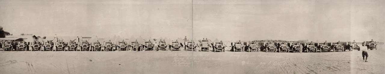 Des photos panoramiques anciennes de véhicules (Reportage photo) By Laboiteverte 41-Truck-Company-no-28-doing-duty-on-Mexican-border-1916-1280x248