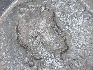 Decargiro de Teodosio I. GLORIA ROMANORVM Maiorina-Honorio-15-300x225