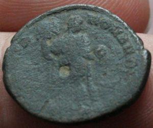 Decargiro de Teodosio I. GLORIA ROMANORVM Maiorina-Honorio-4-300x251