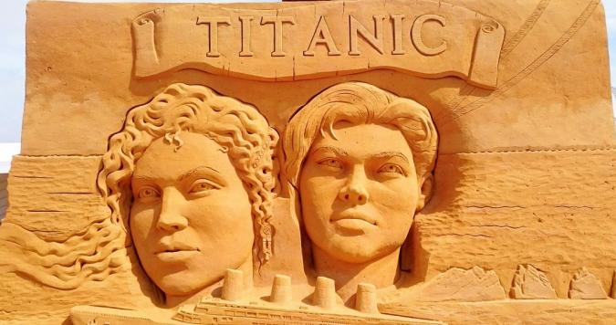 Les statues de sable  120626_cmbio4cwyaa2voc