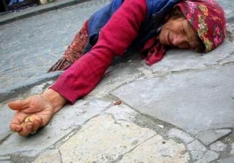 Varferia në Kosovë dhe Shqipëri-POPULLI NË VARFËRI, POLITIKANËT FLEJNË NË MILIONA Varferia