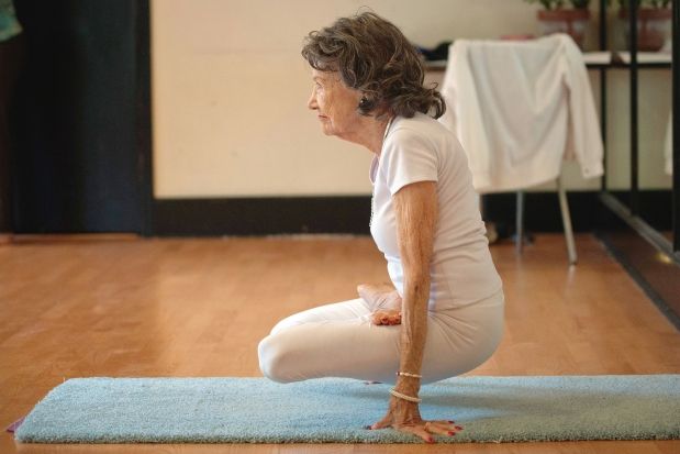 93-vjeçarja, mësuesja më e vjetër e jogas 6620026.bin_