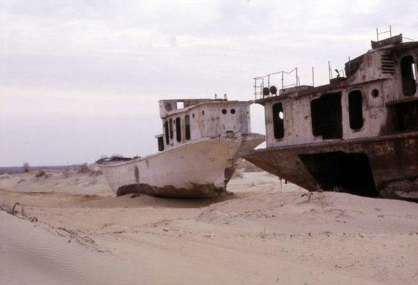 بحر يتحول الى صحراء !!!  125935d1342449832-a-60001357