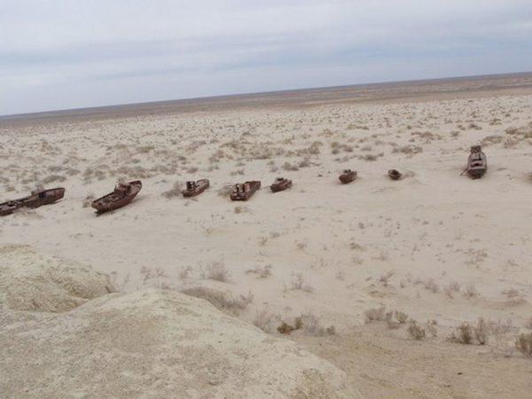 بحر يتحول الى صحراء !!!  125939d1342449877-a-55843476