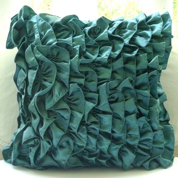 اضيفي لمساتك ... لمخداتك  125728d1342167270-a-beautiful-decorative-pillow-urvi