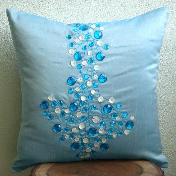 اضيفي لمساتك ... لمخداتك  125733d1342167426-a-blue-decorative-pillow-beads