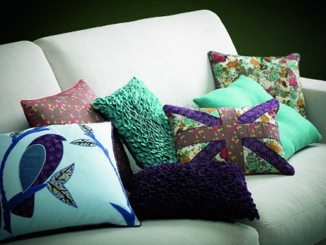 اضيفي لمساتك ... لمخداتك  125738d1342167601-a-decoration-sofa-beautiful-decorative-pillows