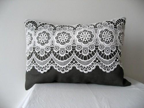 اضيفي لمساتك ... لمخداتك  125741d1342167746-a-home-lace-decorated-pillow