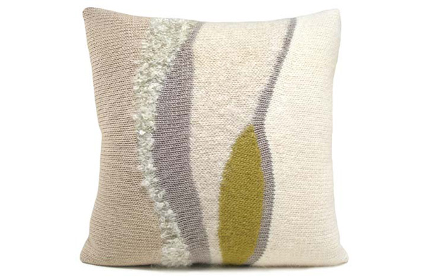 اضيفي لمساتك ... لمخداتك  125748d1342167895-a-lauren_saunders_hummingbird_pillows