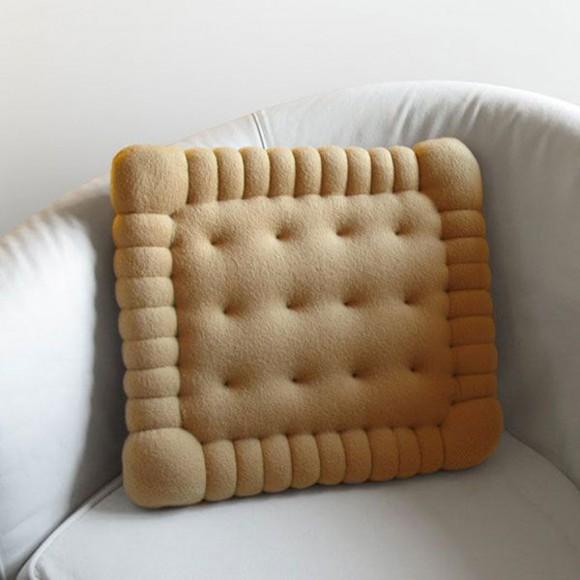 اضيفي لمساتك ... لمخداتك  125749d1342168046-a-modern-pillows-design