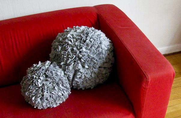 اضيفي لمساتك ... لمخداتك  125751d1342168061-a-recycled_t_shirt_pillows-1
