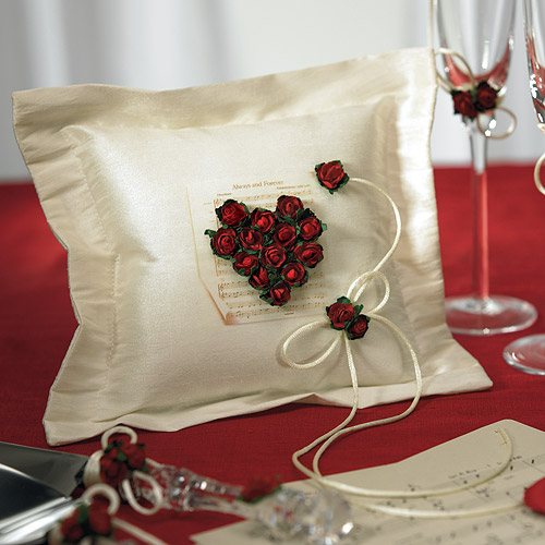اضيفي لمساتك ... لمخداتك  125755d1342168324-a-wedding-accessories-flower-love-ring-pillow-lg