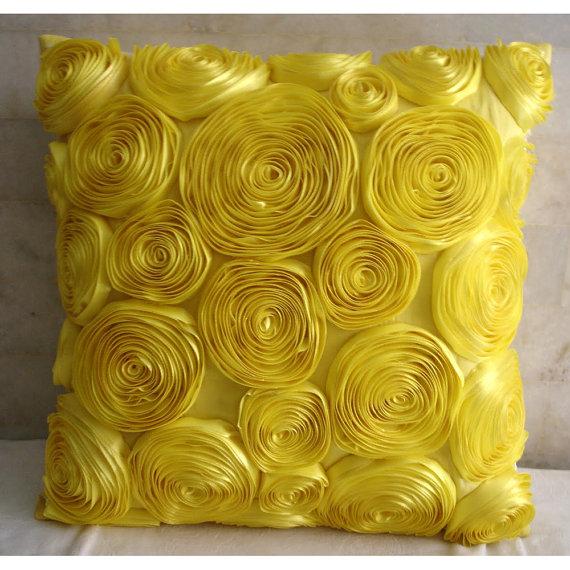 اضيفي لمساتك ... لمخداتك  125756d1342168329-a-yellow-decorative-pillow-home