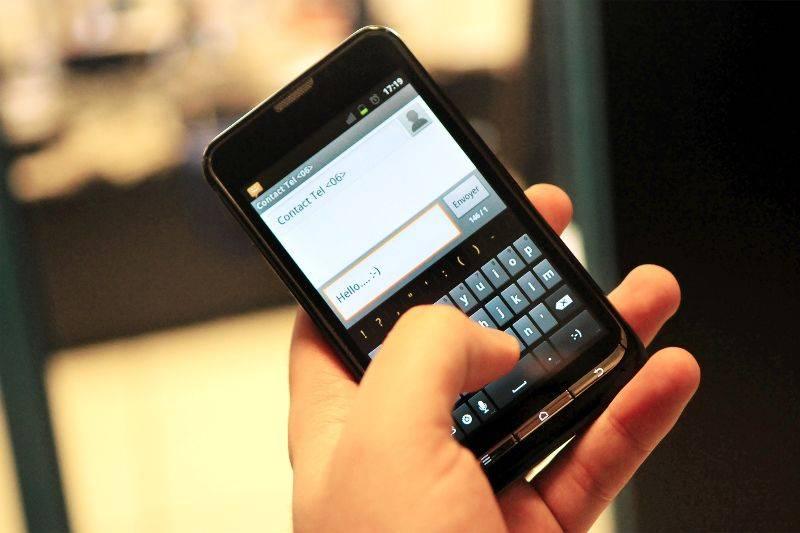 l'image, la photographie et l'être humain Illustration-telephone-portable-texto-sms-smartphone_1262965
