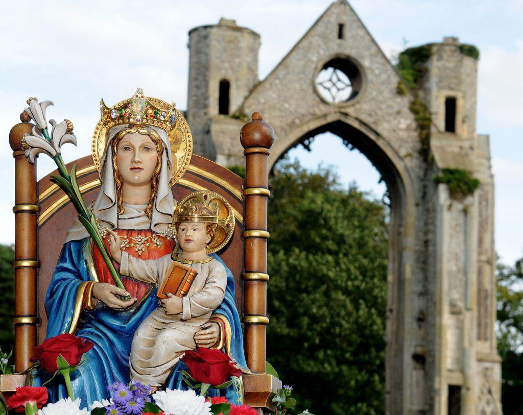 Les grands pèlerinages chrétiens à partir de l`Angleterre au Moyen-Âge - Canterbury -Terre-Sainte - Rome - Compostelle Our-Lady-of-Walsingham