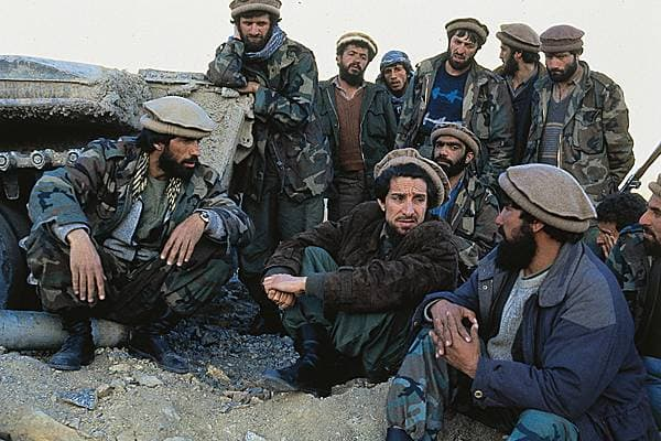 Qui était réellement Massoud l'Afghan - Page 2 1007325-Le_commandant_Masud_et_ses_troupes_de_moudjahidin