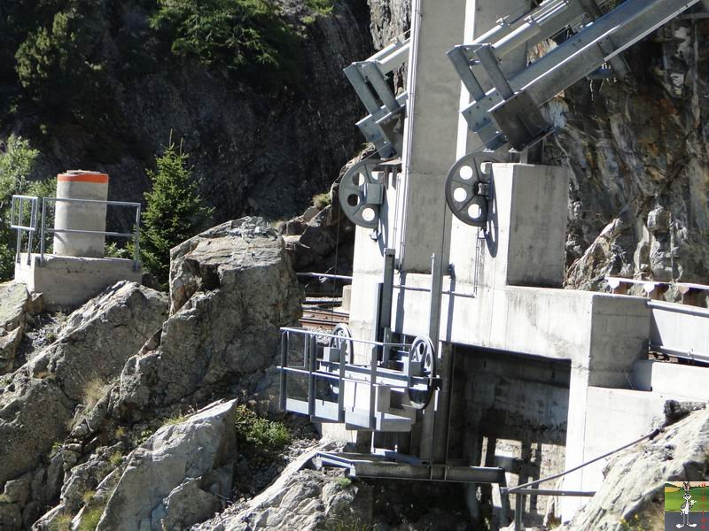 Funiculaire Pied du barrage - Lac d'Emosson (VS, Suisse) (11-09-2010)  Minifunic_Emosson_005