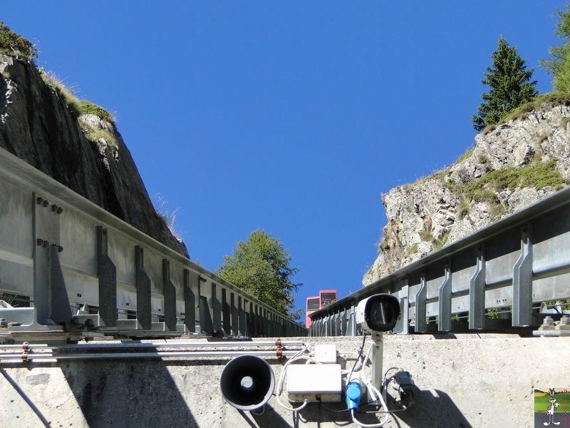 Funiculaire Pied du barrage - Lac d'Emosson (VS, Suisse) (11-09-2010)  Minifunic_Emosson_014