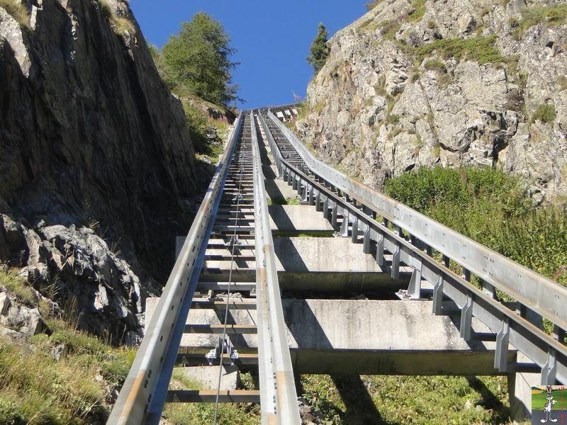 Funiculaire Pied du barrage - Lac d'Emosson (VS, Suisse) (11-09-2010)  Minifunic_Emosson_017