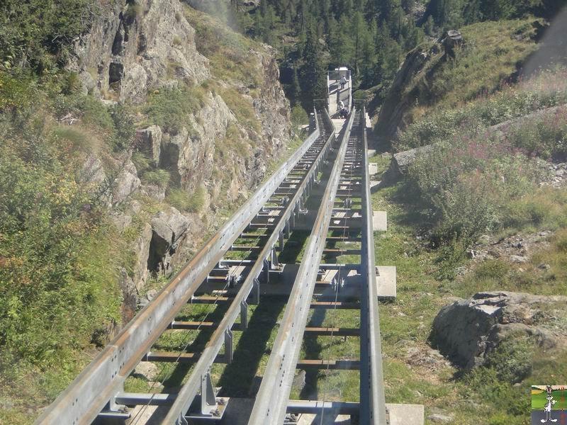 Funiculaire Pied du barrage - Lac d'Emosson (VS, Suisse) (11-09-2010)  Minifunic_Emosson_052