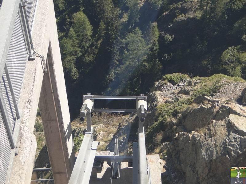 Funiculaire Pied du barrage - Lac d'Emosson (VS, Suisse) (11-09-2010)  Minifunic_Emosson_055