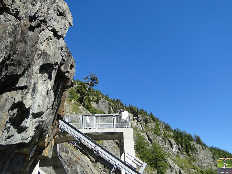 Funiculaire Pied du barrage - Lac d'Emosson (VS, Suisse) (11-09-2010)  Minifunic_Emosson_057