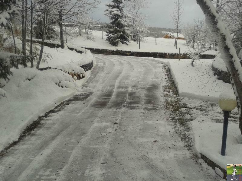 2013-11-30 : Neige, grisaille et soleil à La Mainmorte (39) 2013-11-30_neige_01