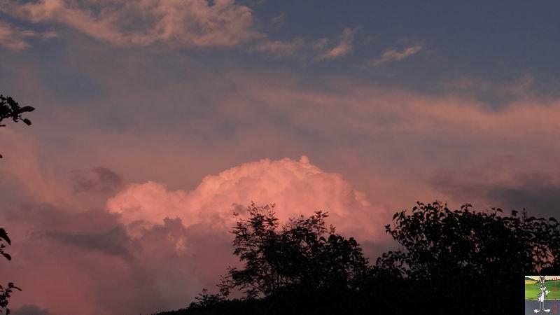 2014-09-05 : Nuagesrouges et Lune à La Mainmorte (39) 2014-09-05_nuages_lune_01
