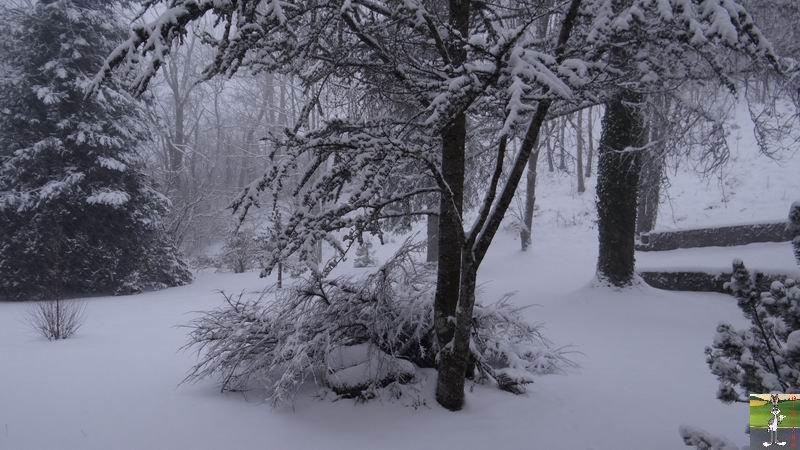 2014-12-27 : La neige est là et bien là à La Mainmorte (39) 2014-12-27_neige_01