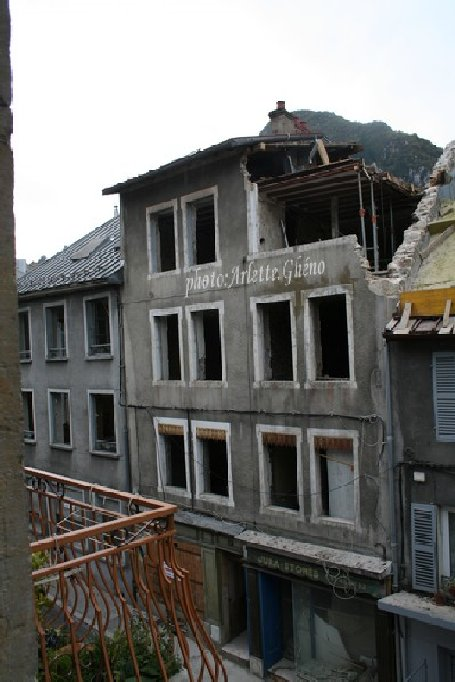 Démolition d'immeuble au Fb Marcel à St-Claude (39) Fbm_03
