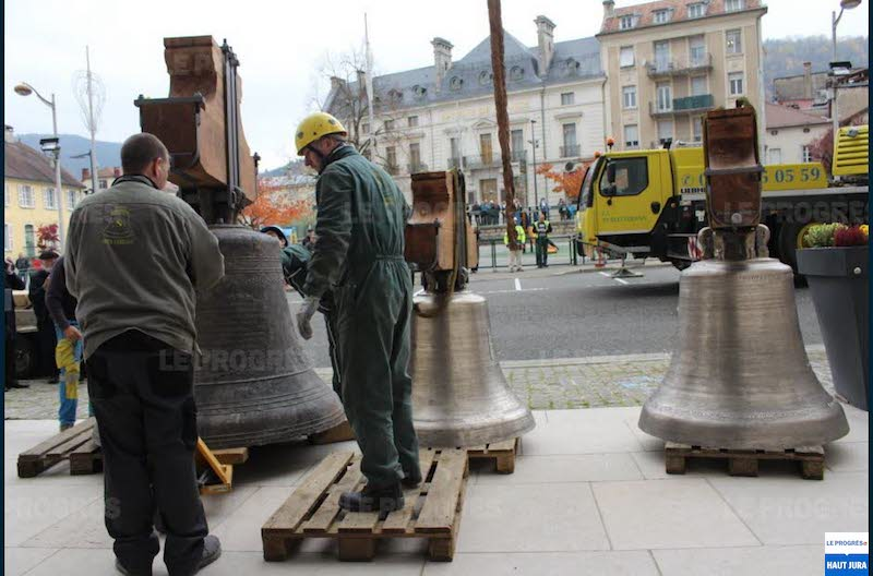 2017-11-07 : Les cloches ont retrouvé le clocher de la Cathédrale de St-Claude (39) 2017-11-07_cloches_01