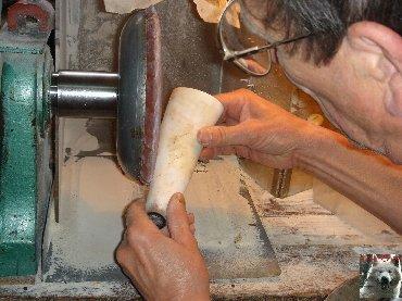 Le travail artistique de la corne - Jeurre (39). 0009