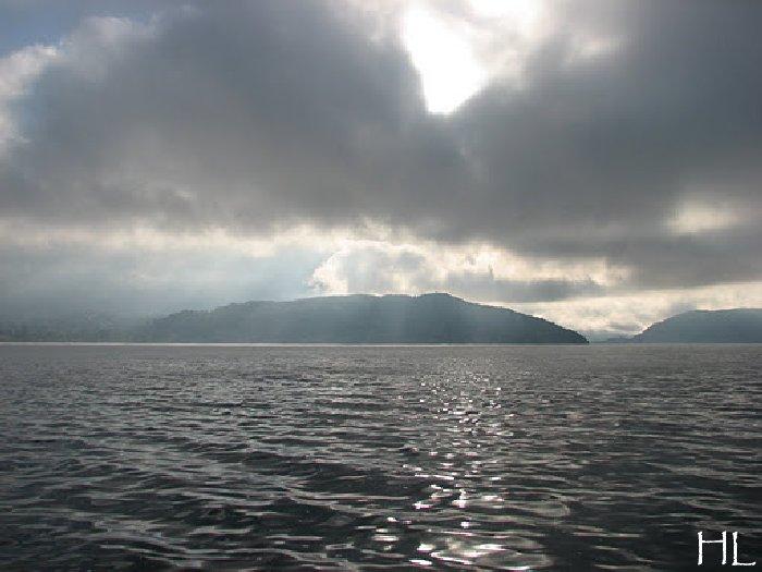 Le lac en partage - Un très inhabituel lac d'Annecy - 24-10-2011 Hl_annecy_007