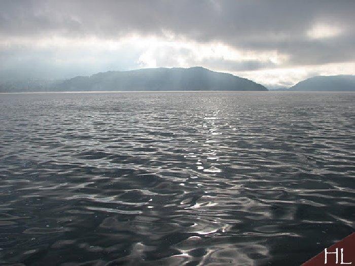 Le lac en partage - Un très inhabituel lac d'Annecy - 24-10-2011 Hl_annecy_008