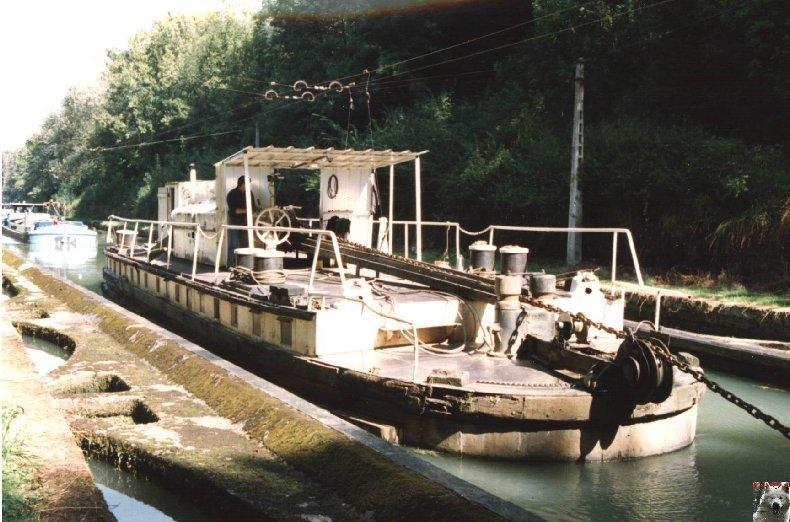 Touage sur le canal de St Quentin (02) 001