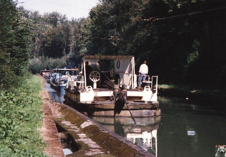 Touage sur le canal de St Quentin (02) 002