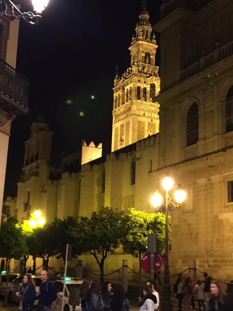Cosas raras en el cielo - Página 9 Sevilla-ufo-2-768x1024