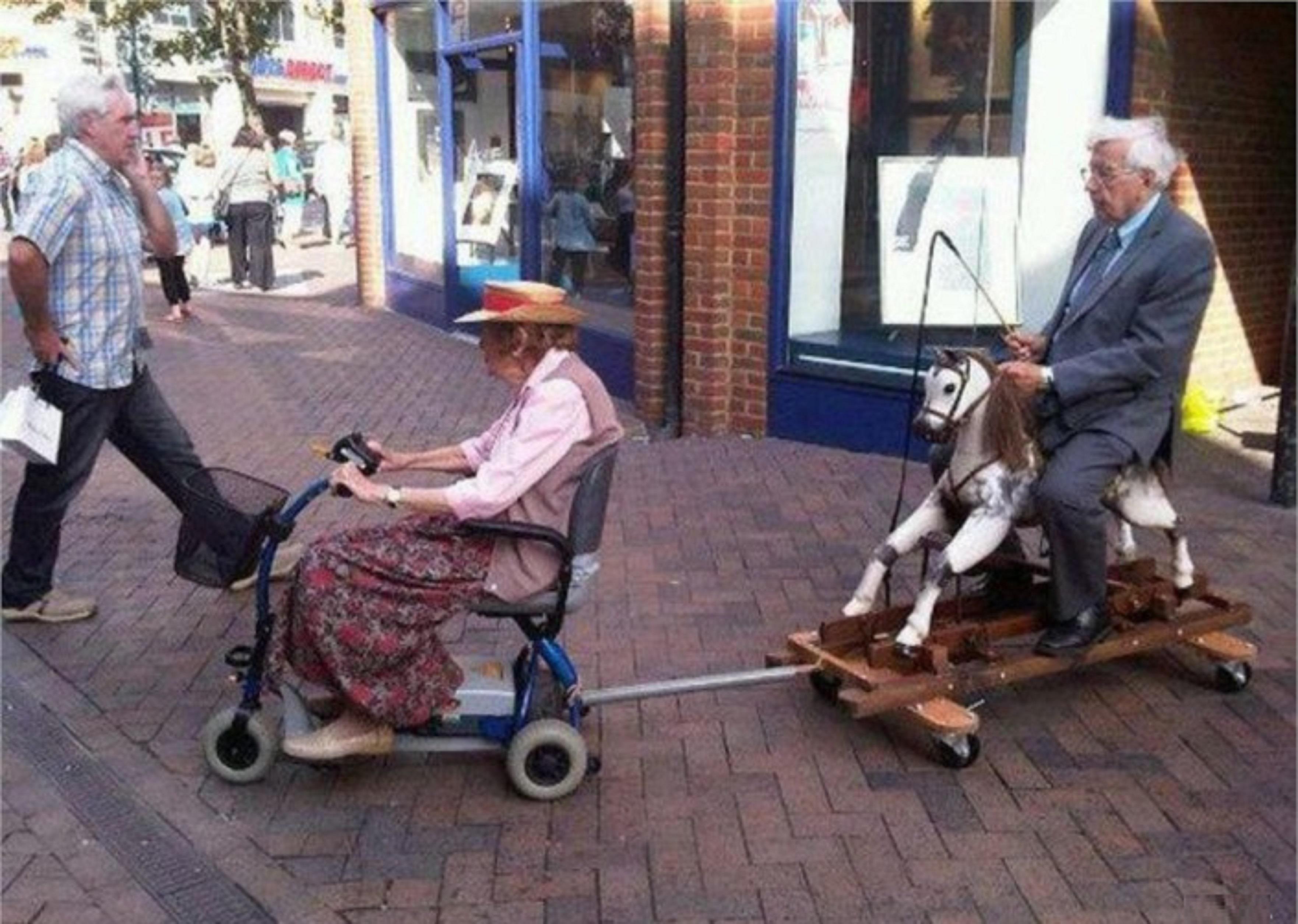 Forumaši u starosti - Page 2 Funny-old-people-old-woman-on--1408