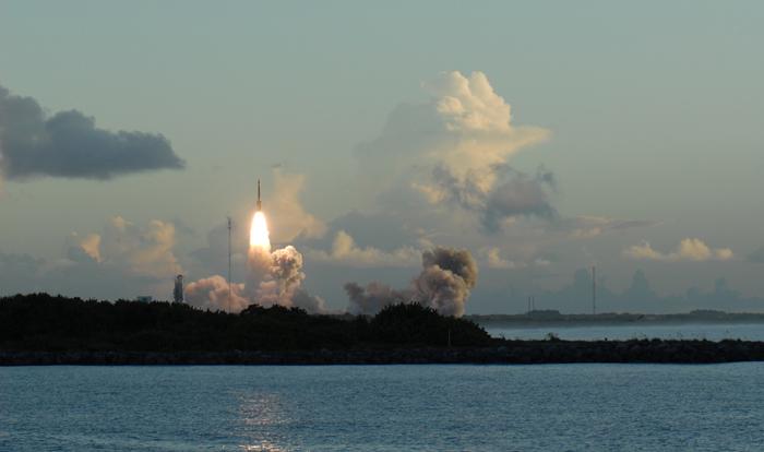 Dawn - Mission autour de Cérès - Page 4 Dawn_Jetty_Park_liftoff