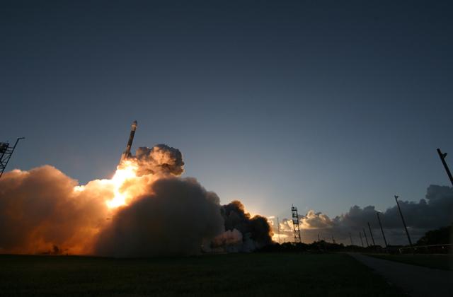 Dawn - Mission autour de Cérès - Page 4 Dawn_launch