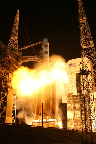 Delta IV Heavy / DSP 23 (11/11/2007) : perte du satellite - Page 3 Delta_4-Heavy_DSP-23_5