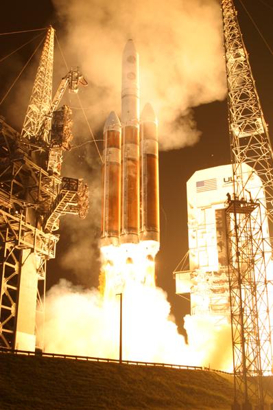 Delta IV Heavy / DSP 23 (11/11/2007) : perte du satellite - Page 3 Delta_4-Heavy_DSP-23_6