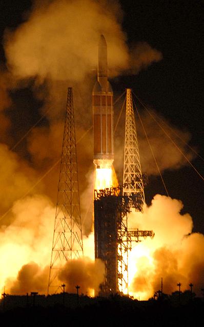 Delta IV Heavy / DSP 23 (11/11/2007) : perte du satellite - Page 3 Delta_4-Heavy_DSP-23_press_3