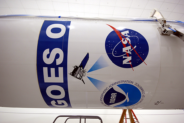 Lancement Delta IV / GOES-O (27/06/2009) GOES-O_cleanroom_12