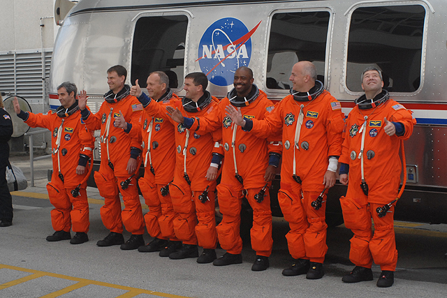[STS122] Le lancement STS-122_walkout