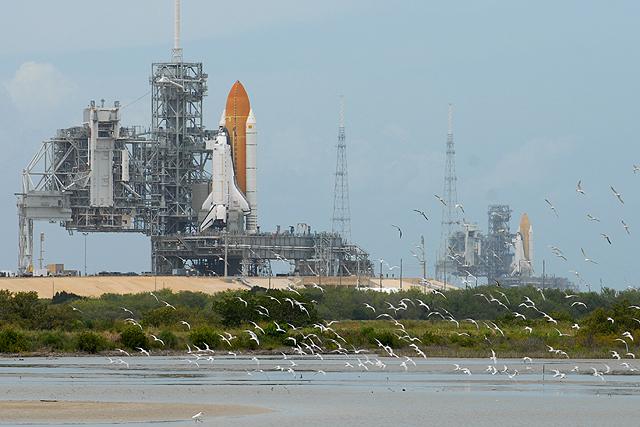 [STS-127] Endeavour : préparatifs (lancement le 12/07/2009) - Page 2 STS-125_127_two_shuttles