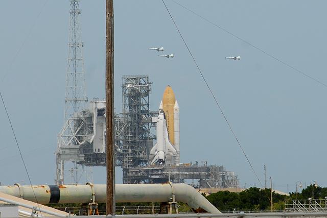 [STS-127] Endeavour : préparatifs (lancement le 12/07/2009) - Page 2 STS-125_127_two_shuttles_6